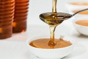 miel para limpiar y humectar la piel de la cara