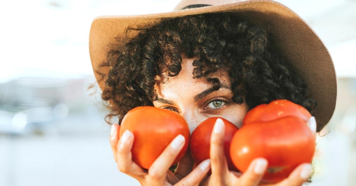cómo tratar el acné con tomate o jitomate