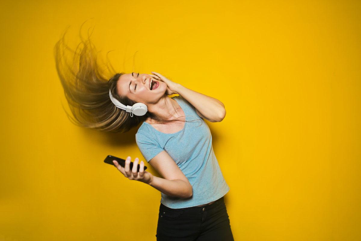 Cuáles son los beneficios de escuchar música para la salud